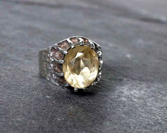 Vintage modernist Brutalist Silver Ring with Pale Yellow Faceted Gemstone, Possibly Citrine, Fully Hallmarked for 1973