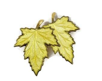Vintage Maple Leaf Brooch, Vintage Fall Brooch, Vintage Leaf Brooch, Gold Tone Leaf Brooch, Seasonal Brooch, Vintage Brooch, Leaf Jewelry