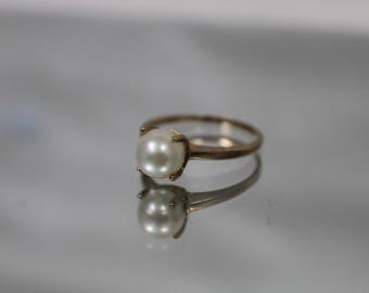 10k - 7mm - Pearl Solitaire in Simple Ring in Yellow Gold