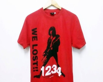 Hot Sale!!! Rare R.I.P. DEE DEE RAMONE Big Printed Spell Out Band T-Shirt Punk Rock Metal Hip Hop Skate Swag Large Size