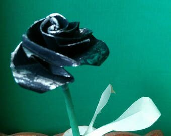 Small pink black color with leaves in real Origami (F_017)