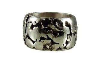 Anello a fascia in argento brunito,saldato e limato a mano