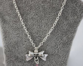 very pretty pendant necklace pink