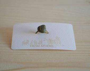 Green stone ring bronze