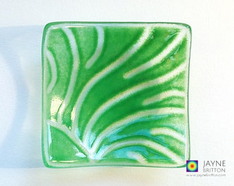 Glass radiating rays design bowl, green glass dish, tea light candle holder, gift, original artwork, unique, earring dish, tealight holder