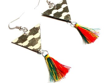 Ethnic earrings made of paper.