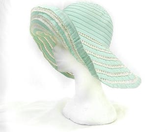 Wide brim hat vintage tiffany green 70s chapeau in 30s style. Should be modelling in different shapes. Gros Grain and rafia. Nice conditons