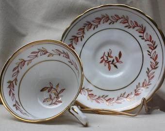 Tuscan Fine English bone china Tea cup/saucer Gold leaf trim