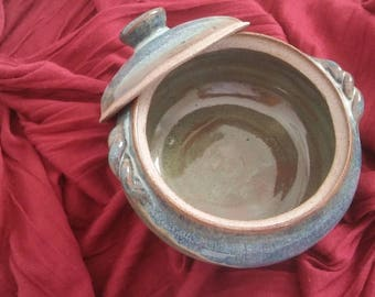Ceramic pot and lid
