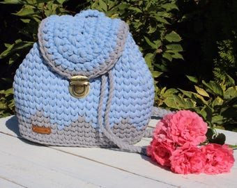 Backpack of knitted yarn