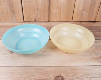 Vintage Tupperware Lot of 2 Bowls Turquoise and Yellow Round Keeper Containers Food Storage Canada Mod Retro Kitchen Lunch Lunchbox Picnic