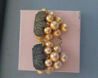 Pair Vintage 1930s Pearl Shoe Clips with Gold Finish CJC014