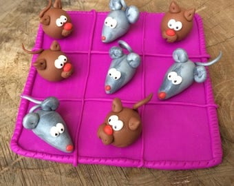 Tic Tac Toe game: mouse grey against Brown cats