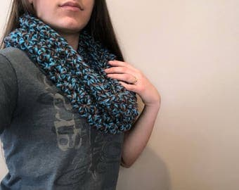 Chunky infinity scarf, two colors.