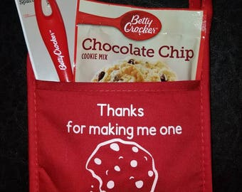 Teacher,tutor,grandma mommy ect gift for Christmas!! Potholder hot pad mit WITH cookie mix and spatula INCLUDED!!