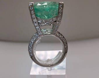 Emerald ring, gold 18 k, diamonds