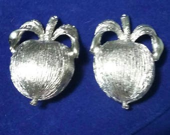 Vintage Sarah Coventry silver apples clip on earrings
