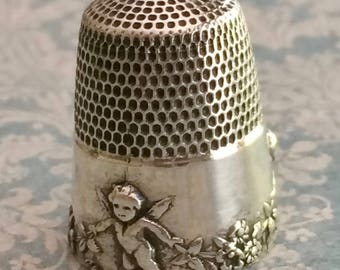Darling Sterling Silver Thimble with 3 Cherubs Holding a Garland of Fowers Size 9-10