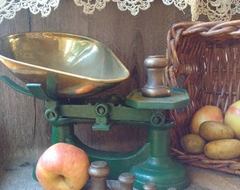Vintage English Kitchen scales // old green grocers scales // shabby chic vintage British weighing scales // green cast iron kitchen scales
