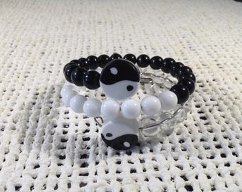 Black and white Yin/Yang memory wire bracelet