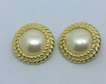 Vintage Gold Tone Faux Pearl Clip On Earrings