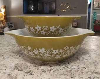 REDUCED-Vintage Pyrex Spring Blossom 444 & 442 Cinderella bowls