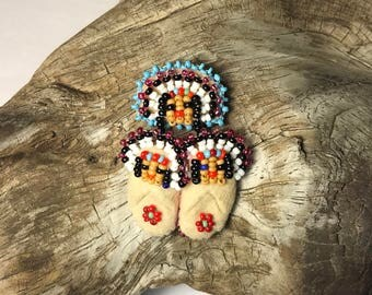 Native American Beaded Chief & Children Figures Pin