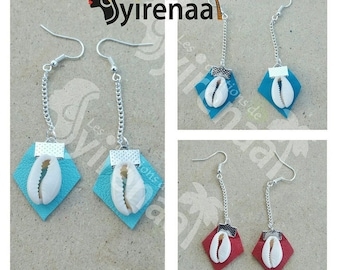 Earrings in leather with cowrie (shell)