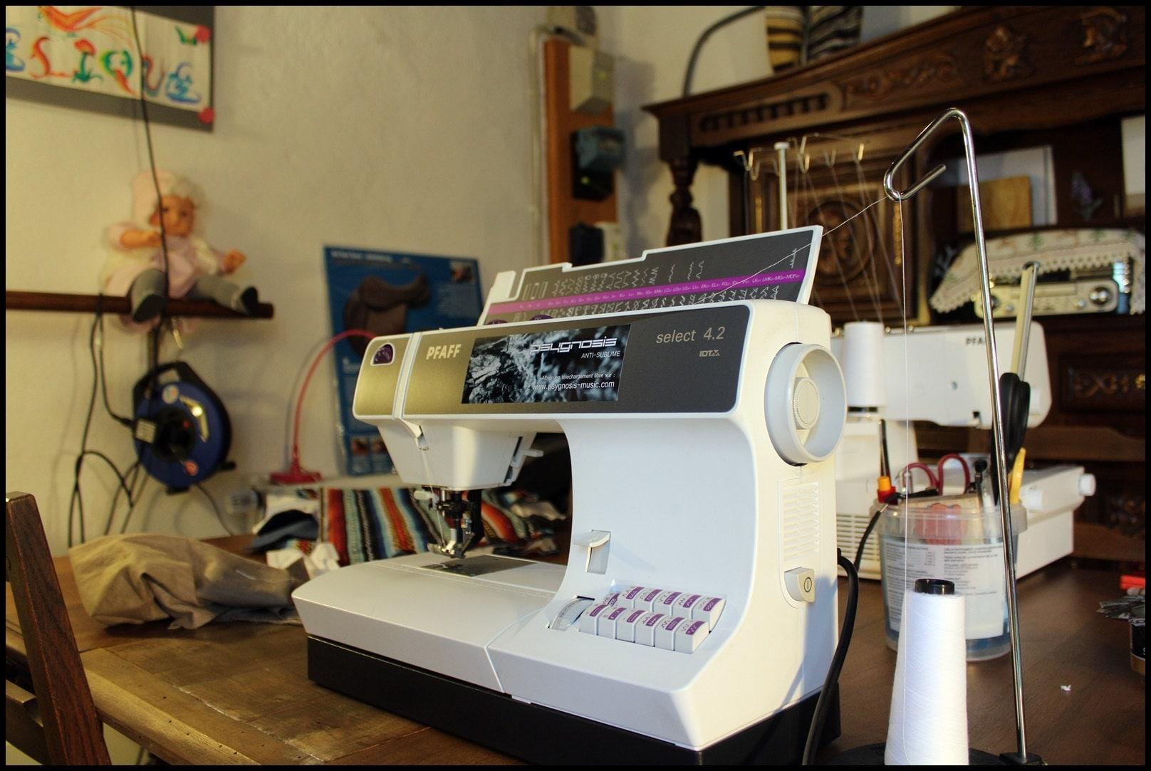 La machine à coudre dAngélique - The sewing machine of Angelique.