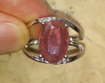 Ring with a Ruby MOZAMBIQUE 4.16 carats natural and certified