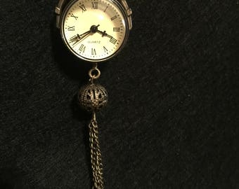 Clock necklace with pearl