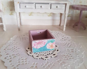 Doll house Miniature,Dollhouse Miniatures,Miniature Wood Crate, Shabby Chic Crate,Decoupage,12th Scale