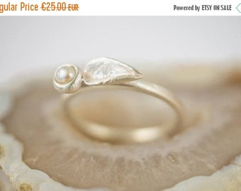 ON SALE Leaf and bud ring with fresh water pearl