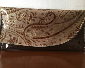 Two-tone leather pochette