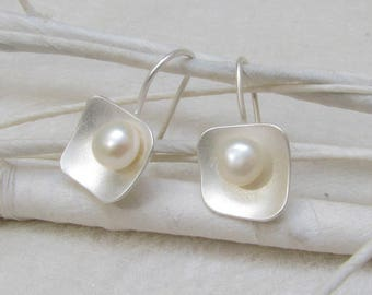 PanThiP - Sterling Silver Earrings with white pearl