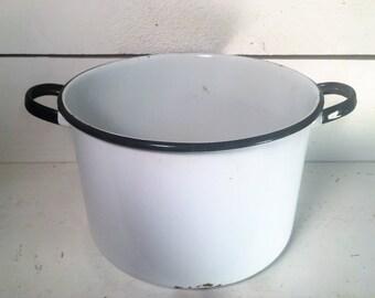 Large White and Black Trimmed Farmhouse Kitchen Enamleware 2 Handled Pot/Shabby Chic Enamelware Stock Pot/Vintage White Enamelware Stock Pot