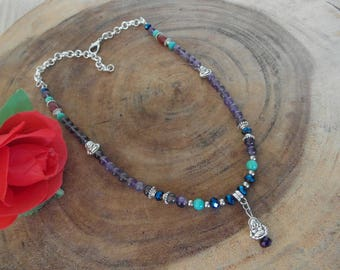 Necklace with a mix of gemstones