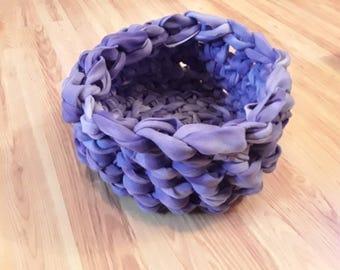 Lavender fleece pet bed