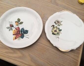 Set of 2 vintage cake plates