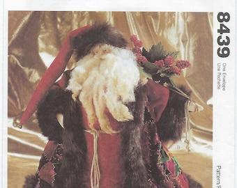 McCalls 8439 - Father Christmas Dolls