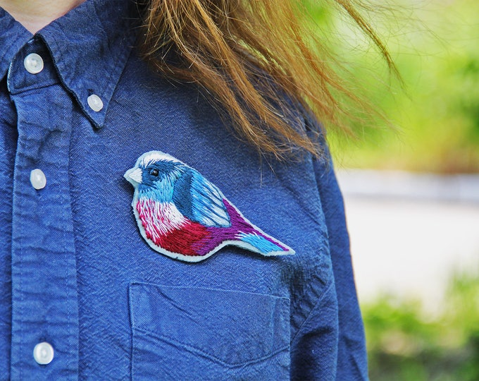 Bird brooch embroidery pin Embroidered brooch Hand embroidery Woodland jewelry pin Woodland brooch Nature brooch pin Nature inspired pin