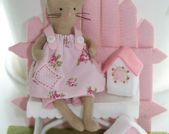 Kitty on the Garden Bench of felt-Handicraft package