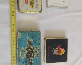 Antique empty cigarette tin age of 1930-1940.