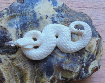 Hand Carved Snake Bone Pendant, Bali Bone Carving Jewelry P53
