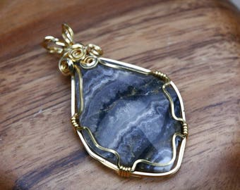 Wire wrapped travertine