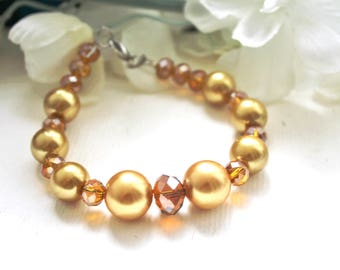 Bracelet yellow champagne color pearls.