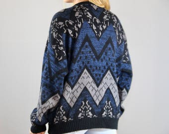 80s Sweater with Leather details. ZigZag. Patterned. Vintage Sweater. Sweater Vintage. Blue. 80s clothing. Ugly Sweater. Ugly Sweater party.