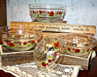 Vintage 4 Peice Set of Glass Nesting Bowls with Rose Print