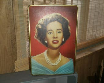vintage Queen of Belgium box