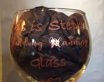 Personalised wedding planning gin balloon glass in rose gold vinyl. Perfect gift for the gin loving bride to be!